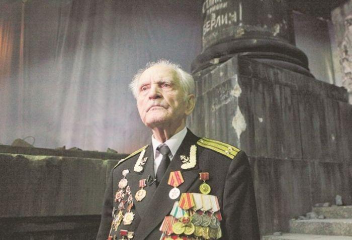 Не стало Николая Беляева, последнего участника штурма Рейхстага (2 фото)