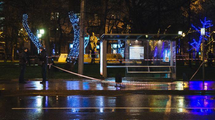 В центре Москвы на автобусной остановке прогремел взрыв, есть пострадавшие (14 фото + видео)