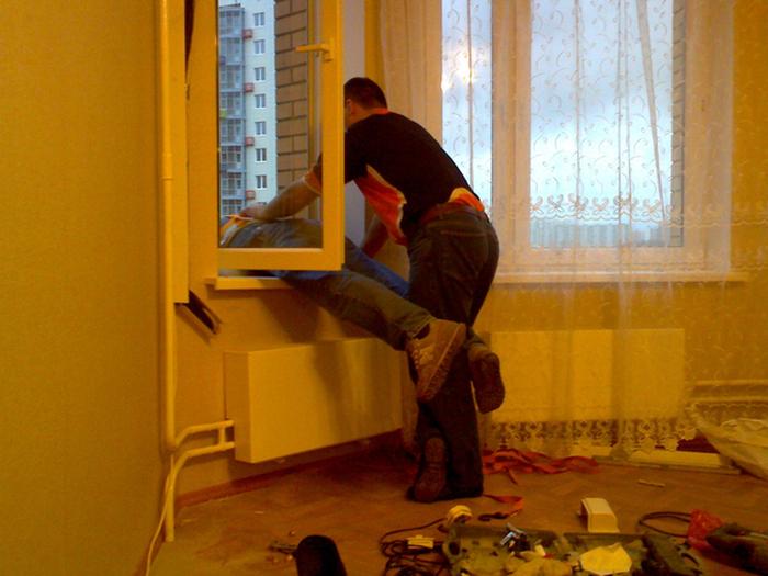Бесстрашные российские установщики кондиционеров (3 фото)