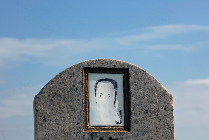 Как власти Гонконга пытаются решить проблему с нехваткой мест для захоронения праха умерших людей (15 фото)
