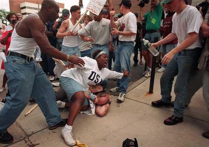 Как темнокожая девушка куклуксклановца спасала (7 фото)