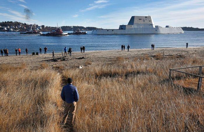 В США сошел на воду самый большой эсминец Zumwalt (9 фото)