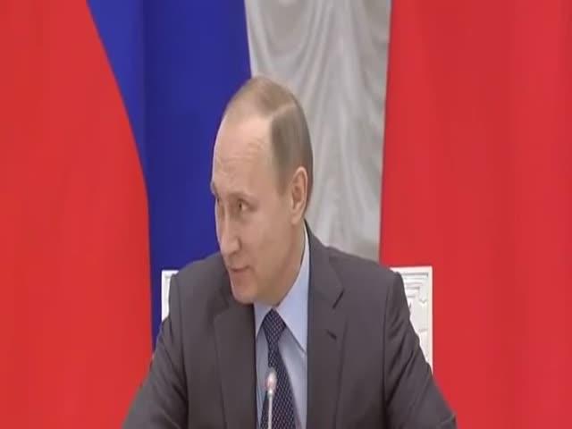 Владимир Путин подарил Виталию Мутко англо-русский разговорник