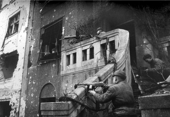 Тяжелые бои за немецкий город Бреслау (60 фото)