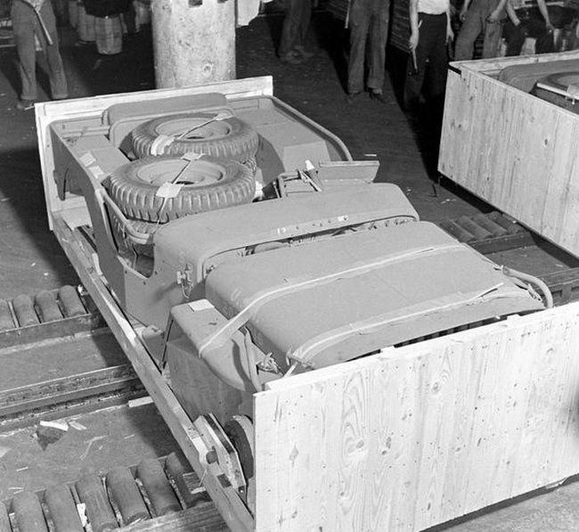 Willys MB Jeep «Виллис» в оригинальной упаковке (12 фото)