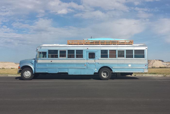 Холостяцкое пристанище в старом автобусе (16 фото)