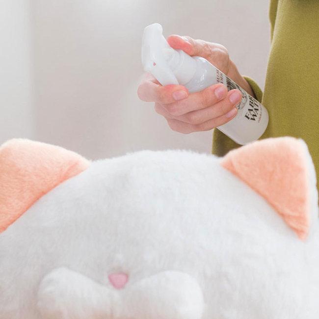 В Японии выпустили парфюм с ароматом кошачьего затылка (5 фото)