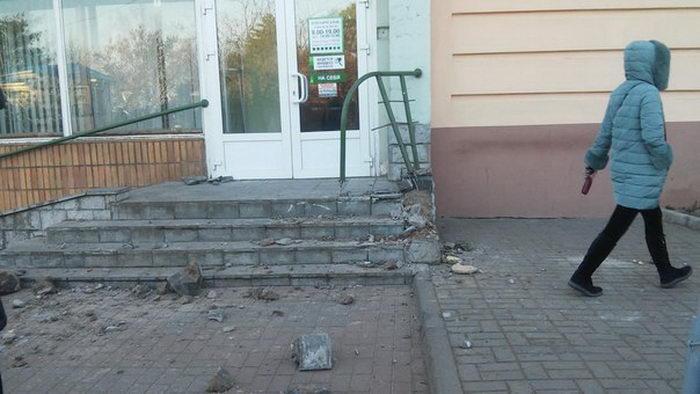 В Гродно пьяные угонщики грузовика ЗИЛ стали крушить все на своем пути (5 фото)