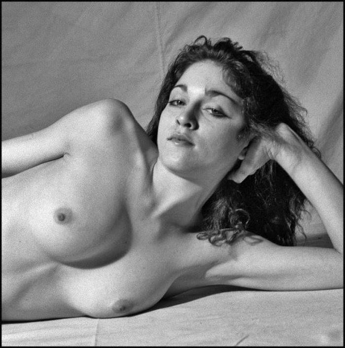На выставке в Париже представили откровенные фото 20-летней Мадонны. НЮ (5 фото)