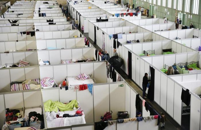 Приюты для беженцев в необычных местах Германии (17 фото)