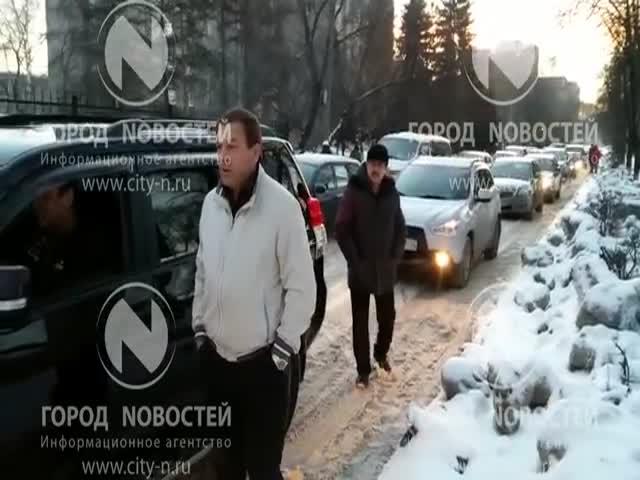 В Новокузнецке автоледи устроила пробку