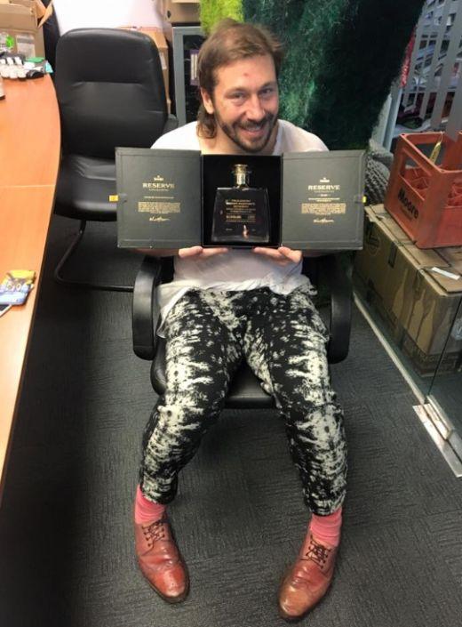 Экс-гендиректор «Евросети» Евгений Чичваркин купил элитный алкоголь, украденный из музея коррупции «Межигорье» (3 фото)