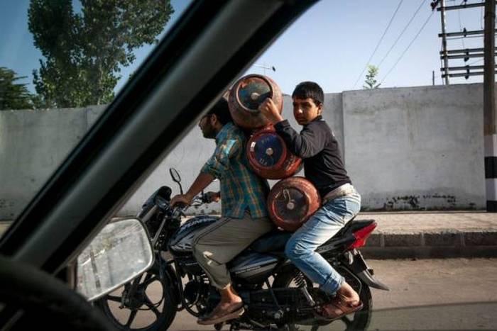 Люди, которым плевать на собственную безопасность (40 фото)