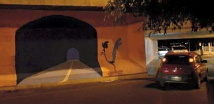 Несуществующий тоннель стал причиной ДТП (3 фото)