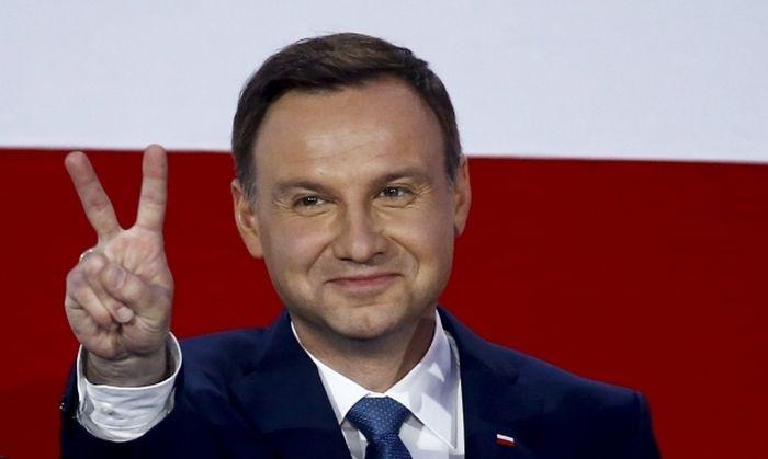 Президент Польши Анджей Дуда оштрафован за неправильную парковку (2 фото)