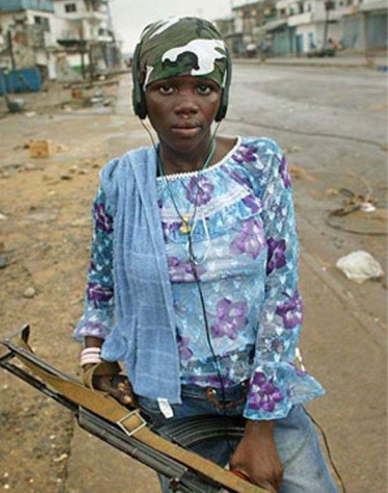 Странные наряды африканских повстанцев (16 фото)