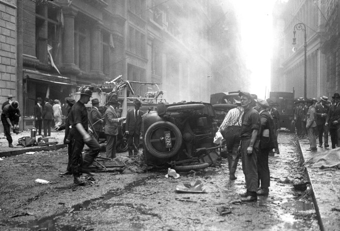 Страшный теракт на Уолл-Стрит (16 фото)