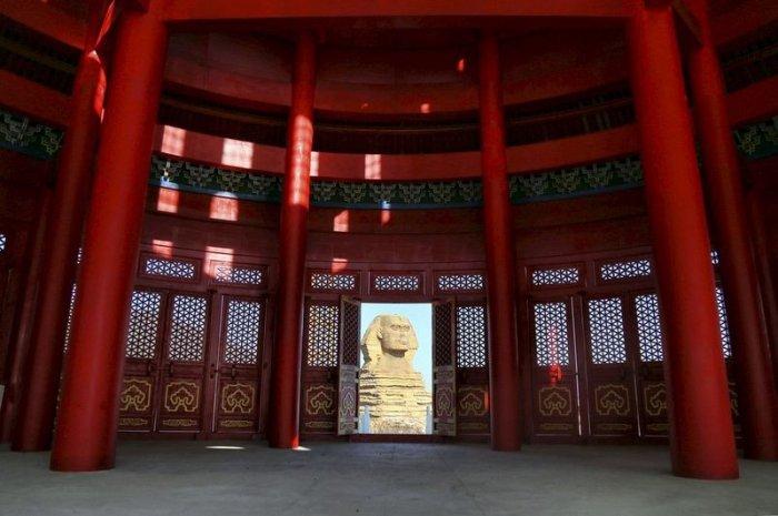 В Китае появились объединенные в единое здание Капитолий и храм Неба (7 фото)
