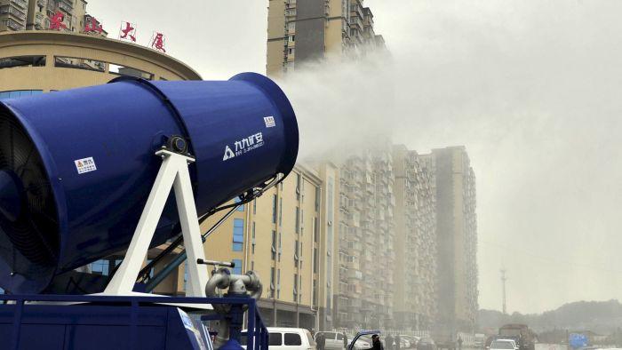 Для очищения воздуха власти Китая стали использовать туманные пушки (4 фото)