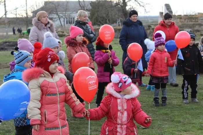 В крымском селе состоялась торжественная церемония открытия детской горки (3 фото)