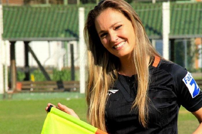 Самые красивые женщины-судьи из мира футбола (13 фото)