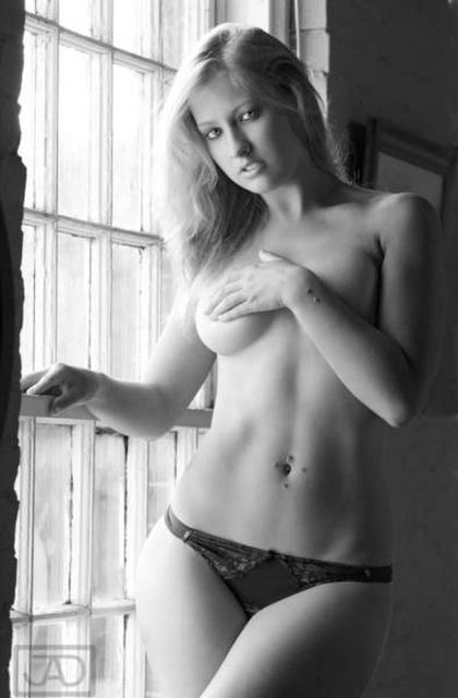 Старые фото чуть было не стали причиной увольнения бывшей модели, работающей учительницей (33 фото)