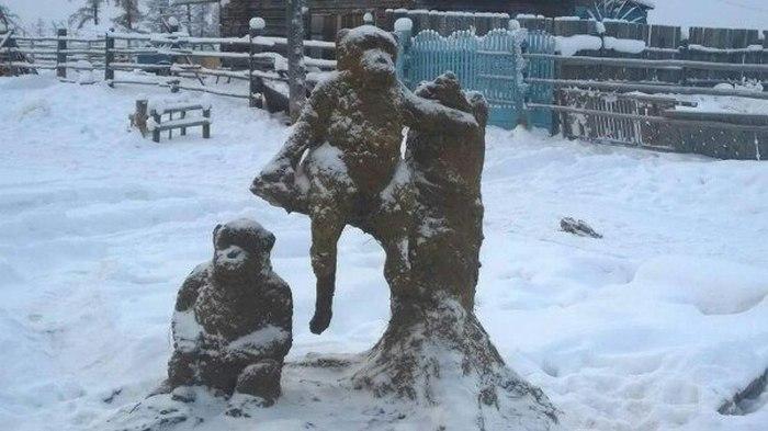 Скульптор из Якутии Михаил Боппосов слепил символ 2016 года (5 фото)