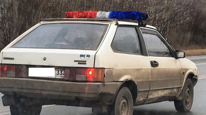 Водитель из Владимира пугает автомобилистов мигалкой из гирлянд (3 фото)
