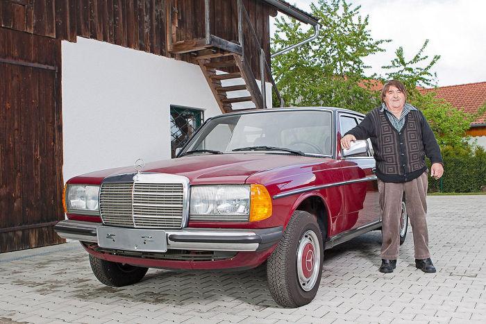 В гараже пожилого немца стоит Mercedes-Benz 240D W123 с пробегом в 30 км (12 фото)
