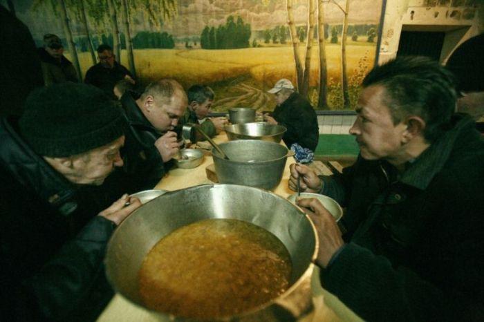 Быт белорусских алкоголиков в лечебно-трудовых профилакториях (14 фото)