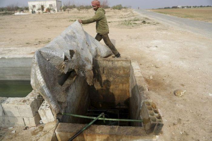 Кустарный завод по переработке нефти в Сирии (13 фото)
