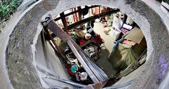 Пожилая китайская пара более 10 лет живет в бетонном колодце, экономя на аренде жилья (5 фото)