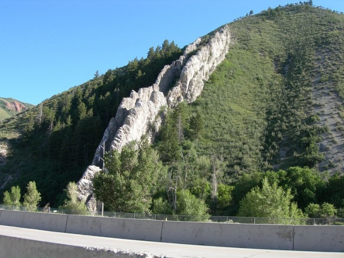 Спуск Дьявола - необычная гора в США (5 фото)