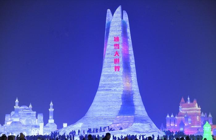 В Китае построили ледяной город, в котором пройдет Харбинский международный фестиваль льда и снега (15 фото)