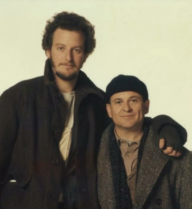 Джо Пеши и Дэниэл Стерн, Гарри и Марв из «Один дома», спустя 25 лет (2 фото)