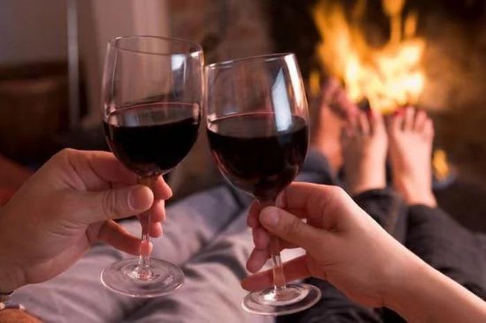 Ученые приравняли выпитый бокал вина к одному часу занятий спортом (2 фото)