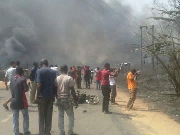 В результате взрыва на газоперерабатывающем заводе в Нигерии погибли 100 человек (6 фото)