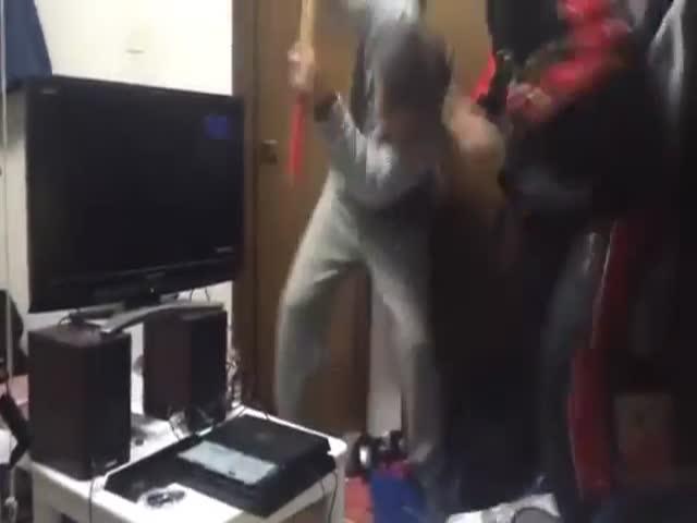 Отец наказал сына, уничтожив его игровую приставку