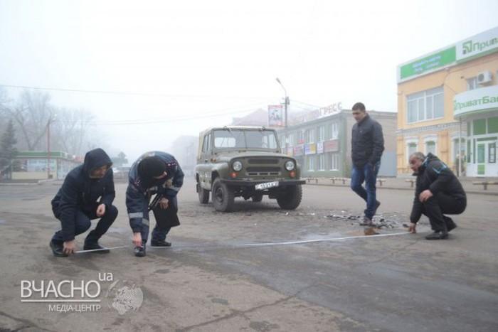 Последствия лобового столкновения Daewoo и УАЗа (5 фото)