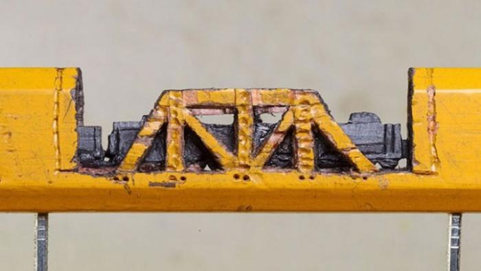 Потрясающая мини-скульптура из графитового карандаша (5 фото)