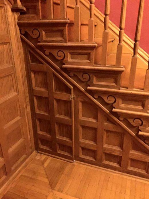 Уютная комната для чтения, стилизованная под чулан Гарри Поттера (5 фото)
