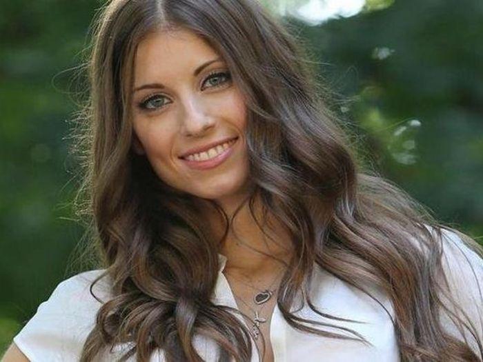 Самые красивые жены известных футболистов (17 фото)