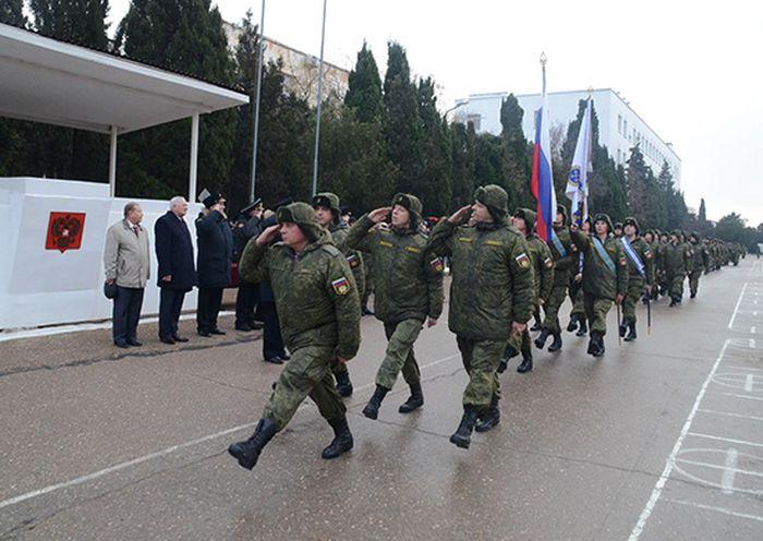 Награждение морских пехотинцев, отличившихся в Сирии (8 фото)