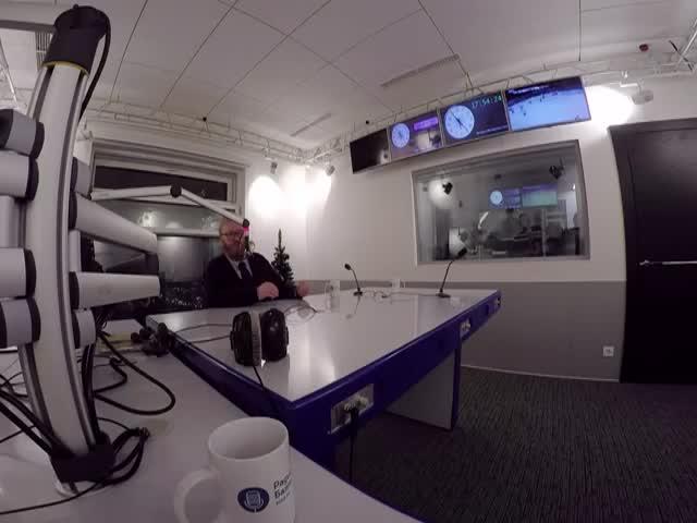 В студии радио «Балтика» стажер устроил потасовку с Виталием Милоновым