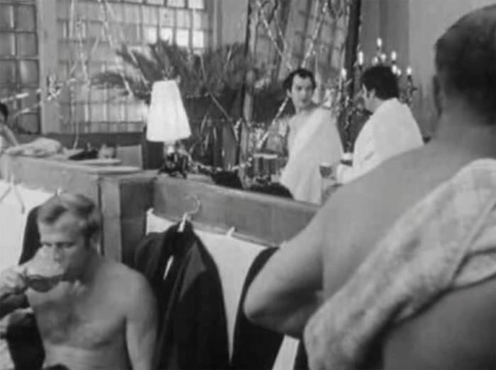 """Как снимали банную сцену комедии """"Ирония судьбы, или С лёгким паром!"""" (5 фото)"""
