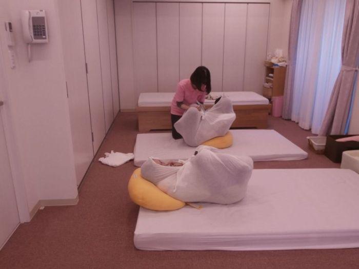 Как пеленают новорожденных в Японии (10 фото)