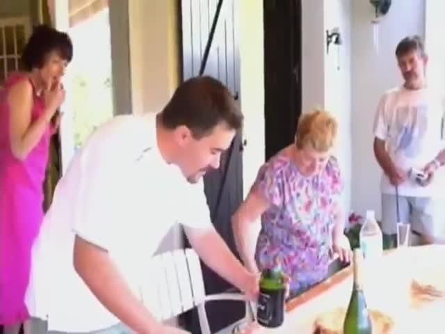 Как не стоить открывать шампанское