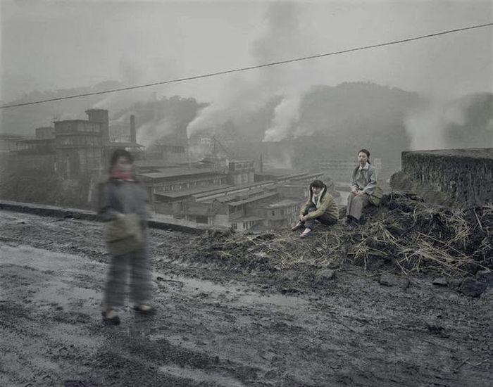 Заброшенные городские и промышленные китайские пейзажи в фотопроекте Чена Чжагана (44 фото)