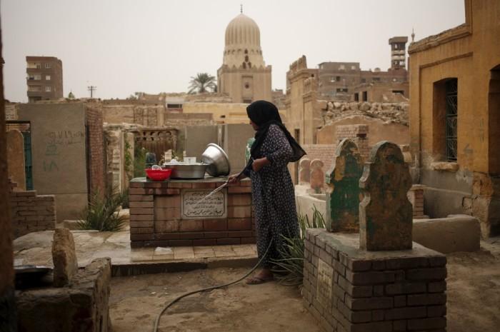 Город мертвых на окраине Каира оказался очень даже живым (20 фото)