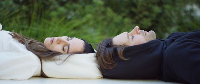 Эта толстовка позволит вам спать в любом месте (6 фото)